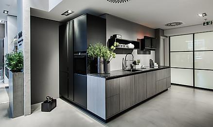 Einbaugeräte und Materialien für Arbeitsplatte und Küchenfront live erleben