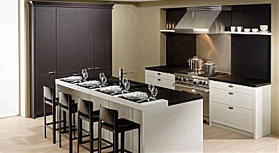 Gemütliche Inselküche mit Landhaus Charme - Classic ART von Allmilmö