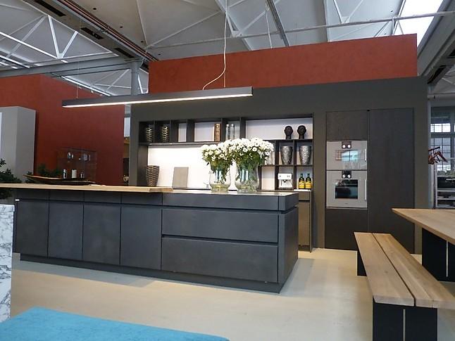 Leicht Musterkuche Beton Und Warm Gewalzter Stahl Ausstellungskuche