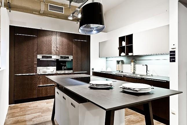 next125 musterk che moderne einbauk che mit 2 zeilen und einer kochinsel ausstellungsk che in. Black Bedroom Furniture Sets. Home Design Ideas