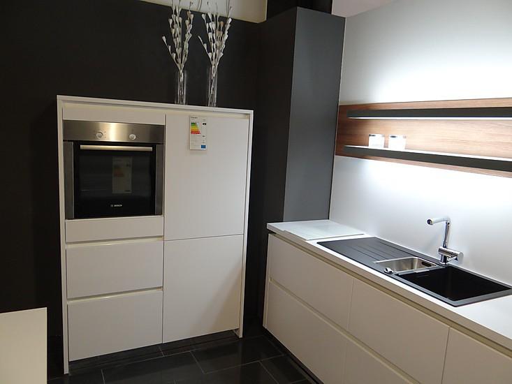 ap ro k chen musterk che matt lack wei grifflos bosch ausstellungsk che in burgau von varia. Black Bedroom Furniture Sets. Home Design Ideas