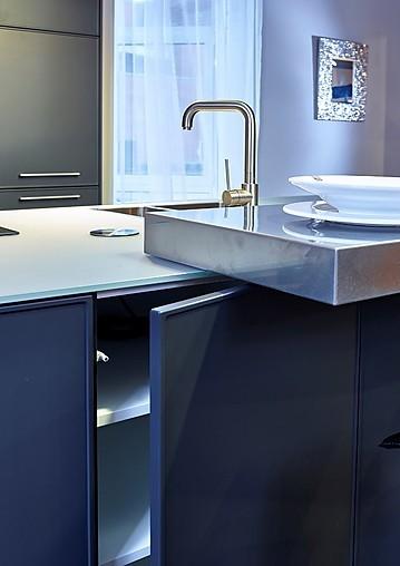 sch ller musterk che moderne inselk che mit. Black Bedroom Furniture Sets. Home Design Ideas