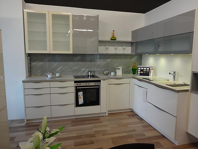 sch ller musterk che sch ller l k che in glas ausstellungsk che in westhausen von der. Black Bedroom Furniture Sets. Home Design Ideas
