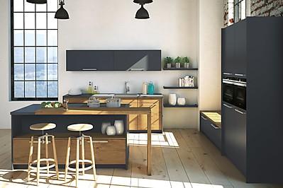 Laminatküche mit Fronten in Schwarz und Holzoptik