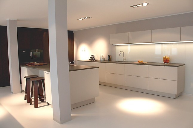 siematic musterk che pur und edel mattlack und echtholz ausstellungsk che in darmstadt von. Black Bedroom Furniture Sets. Home Design Ideas