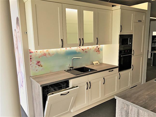 pino musterk che landhaus k che ausstellungsk che in herne von varia k chen herne. Black Bedroom Furniture Sets. Home Design Ideas