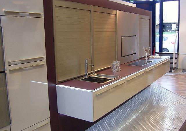 siematic musterk che schwebende designk che ausstellungsk che in wiesbaden von siematic auf der. Black Bedroom Furniture Sets. Home Design Ideas
