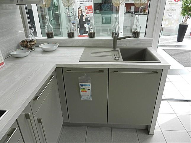 Nobilia-Musterküche Echt Lack in matt: Ausstellungsküche in Lohmar von KüchenTreff Riedel