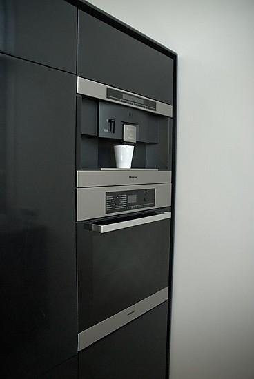 eggersmann musterk che grifflose schwarze corian k che miele und siemens ger te. Black Bedroom Furniture Sets. Home Design Ideas