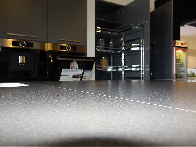 Nolte Musterkuche Matrix 900 Soft Lack Arctiweiss Quarzgrau Bosch