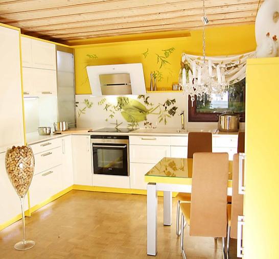sch ller musterk che traumhafte kasettenfront in gelb. Black Bedroom Furniture Sets. Home Design Ideas