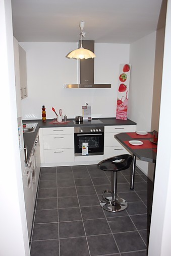 nobilia musterk che sch ne l k che mit ansatztisch ausstellungsk che in kaiserslautern von. Black Bedroom Furniture Sets. Home Design Ideas