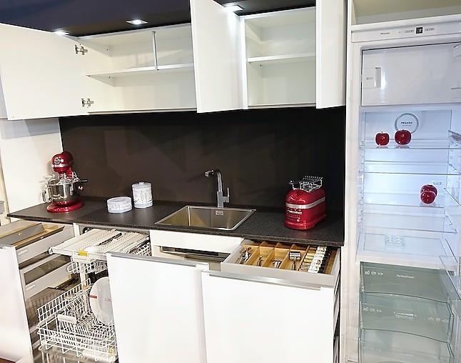 sch ller musterk che elegant dunkel abgesetzte kochinsel. Black Bedroom Furniture Sets. Home Design Ideas