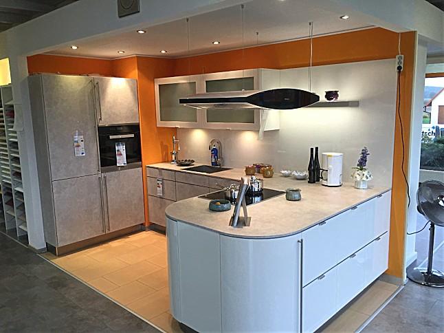 inpura musterk che moderne k che mit rundschr nken ausstellungsk che in herzogenaurach von. Black Bedroom Furniture Sets. Home Design Ideas