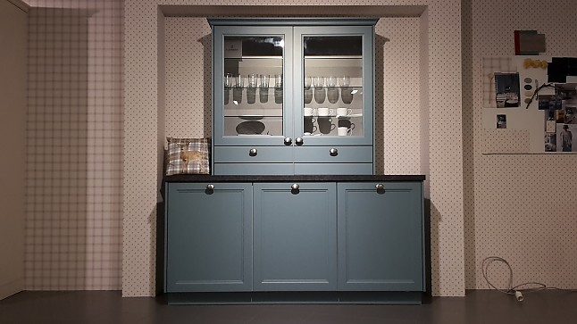 Küche blau grau  Schüller-Musterküche Gemütliche Landhausküche mit mediterraner Note ...