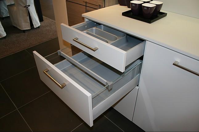 zeyko musterk che praktische inselk che mit hubtisch. Black Bedroom Furniture Sets. Home Design Ideas