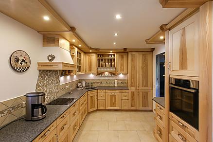 Landhausküche aus massivem Holz - Erndl Küchen