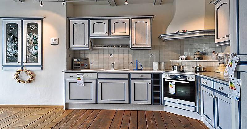 schmidt k chen musterk che musterk che im landhausstil ausstellungsk che in hallstadt von. Black Bedroom Furniture Sets. Home Design Ideas