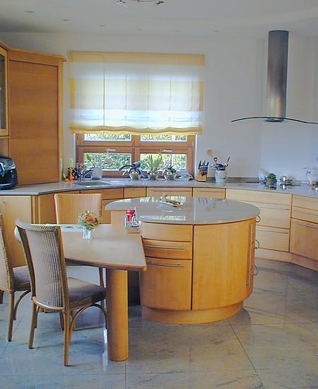 Pfister Naturholzküchen-Musterküche Runde Kücheninsel