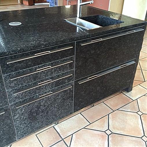 sonstige musterk che designerk che k chen insel aus stein. Black Bedroom Furniture Sets. Home Design Ideas