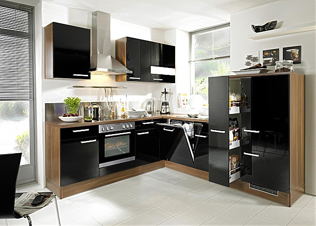 hausmarke musterk che moderne l k che mit schwarzen hochgl nzenden fronten abgesetzt mit franz. Black Bedroom Furniture Sets. Home Design Ideas