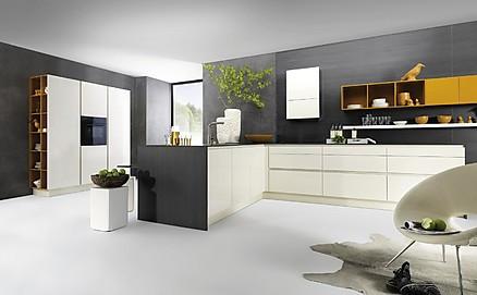 Moderne Küche mit Farbtupfern
