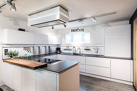 Weiße moderne U-Küche
