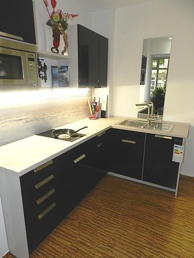 nobilia musterk che blauer flash kleine winkel k che ausstellungsk che in berlin von dochows. Black Bedroom Furniture Sets. Home Design Ideas