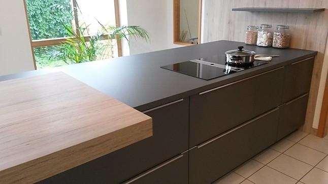 h cker musterk che ausstellungsk che modern viel stauraum inkl miele und bora classic. Black Bedroom Furniture Sets. Home Design Ideas