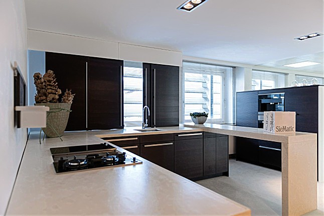 siematic musterk che moderne k che in u form ausstellungsk che in osnabr ck von seemann. Black Bedroom Furniture Sets. Home Design Ideas