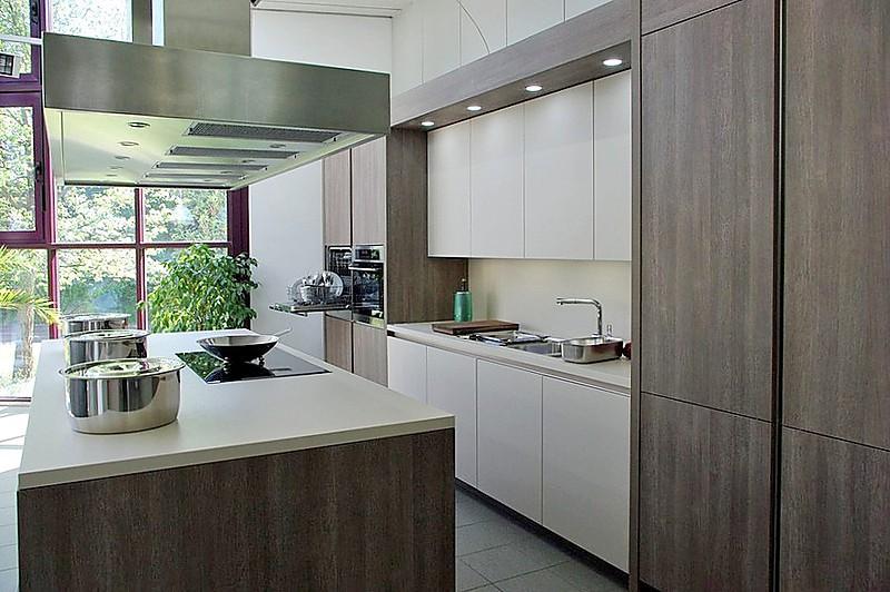 rotpunkt musterk che designerk che mit kochinsel grifflos beige matt laminat. Black Bedroom Furniture Sets. Home Design Ideas