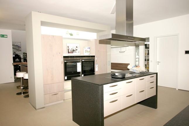 beckermann musterk che moderne mattlack k che in kombination mit eiche s gerau. Black Bedroom Furniture Sets. Home Design Ideas