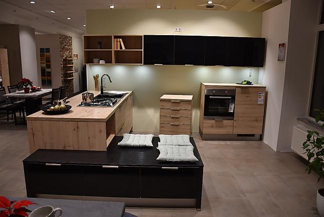 burger musterk che k che 4 teilig mit sitzpodest schwarz hochglanz lack mit eiche sand. Black Bedroom Furniture Sets. Home Design Ideas