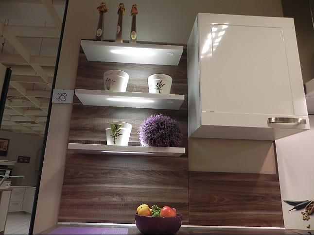 Nobilia-Musterküche Klassische weiße Hochglanz L-Küche ,Platte ...