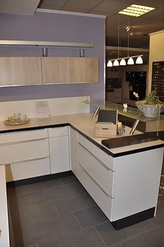 nobilia musterk che moderne l k che mit glastresen und koch insel ausstellungsk che in. Black Bedroom Furniture Sets. Home Design Ideas