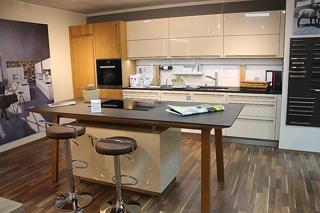next125 musterk che k chenzeile mit kochtisch ausstellungsk che in leinburg wei enbrunn von. Black Bedroom Furniture Sets. Home Design Ideas