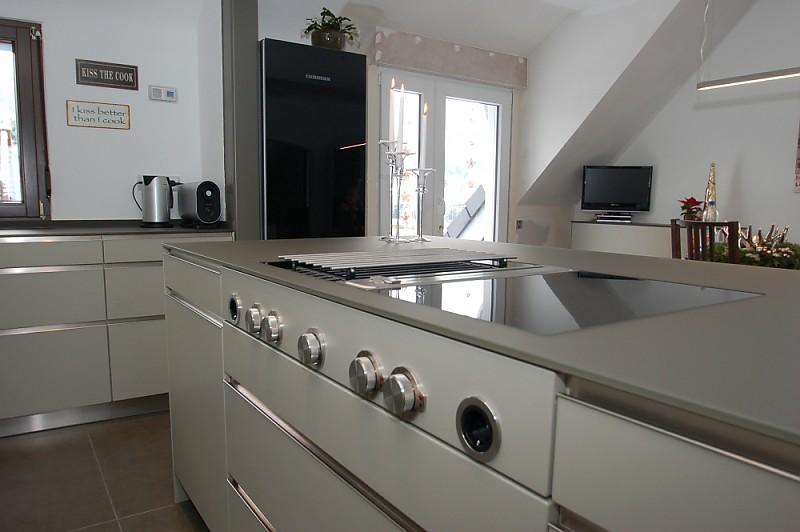 glas arbeitsplatte bora professional und geopietra bruchsteinwand k che von familie m aus. Black Bedroom Furniture Sets. Home Design Ideas