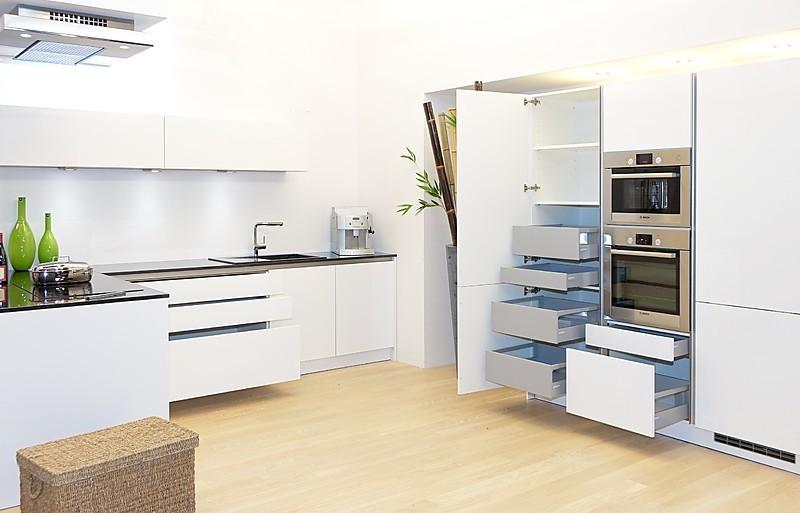 sch ller musterk che luxuri s ausgestattete musterk che in. Black Bedroom Furniture Sets. Home Design Ideas