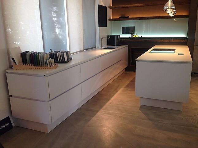 selektion d musterk che schlichte wei e moderne grifflose k che ausstellungsk che in rosenheim. Black Bedroom Furniture Sets. Home Design Ideas