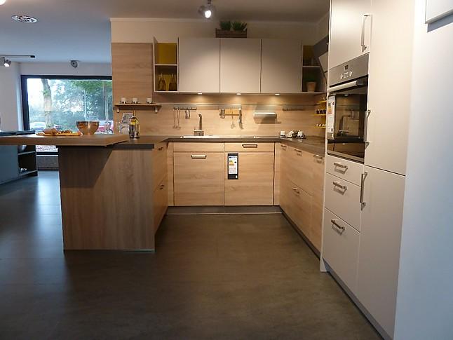 sch ller musterk che moderne k che in u form in farbkombination ausstellungsk che in augsburg. Black Bedroom Furniture Sets. Home Design Ideas