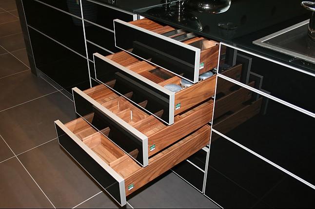 zeyko musterk che grifflose high end k che mit beschichtung aus echtem metall ausstellungsk che. Black Bedroom Furniture Sets. Home Design Ideas