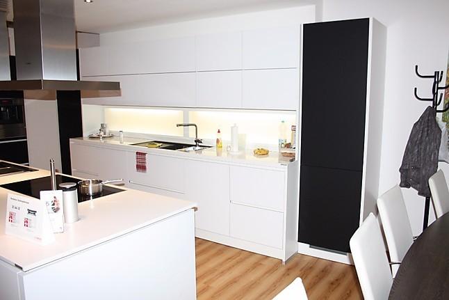 alno musterk che exklusive grifflose k che mit quarzstein arbeitsplatte und vielen top ger ten. Black Bedroom Furniture Sets. Home Design Ideas