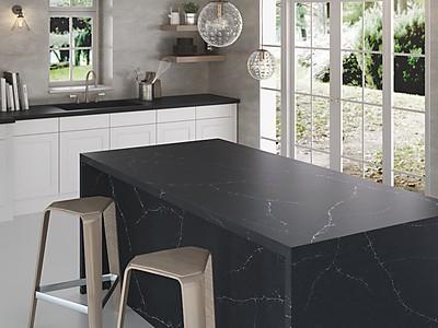 Schwarze Silestone Küchenarbeitsplatte mit attraktiver Maserung - Cosentino