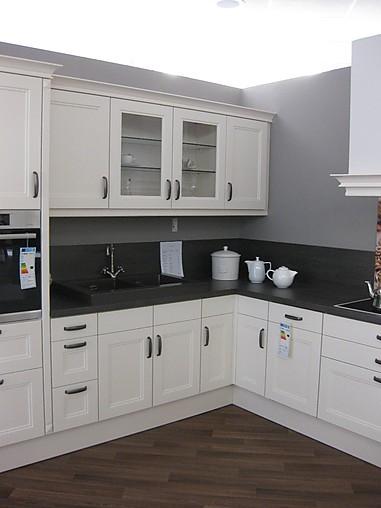 brigitte musterk che romantische landhausk che in vanille matt lack ausstellungsk che in. Black Bedroom Furniture Sets. Home Design Ideas