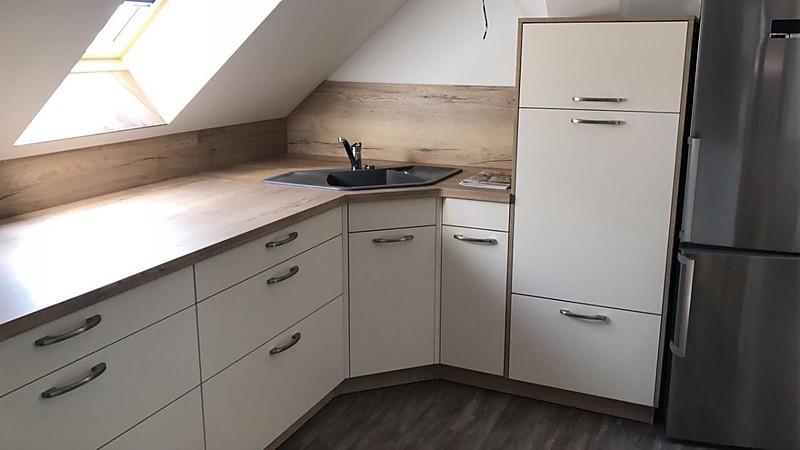 Dachgeschoß Küche mit Insel und Ansatztisch