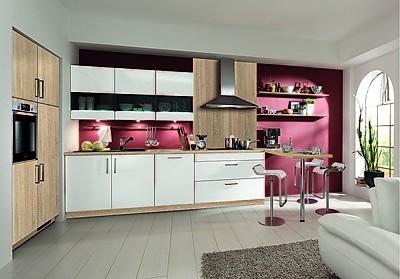 Küchenvorschlag - Zeitlose Küchenzeile von KitchenclicK in Weiß mit Holz-Dekor