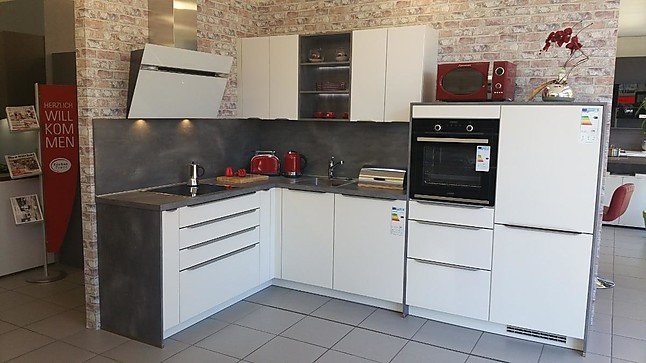 zeitlose Lack-Küche matt mit Griffleisten