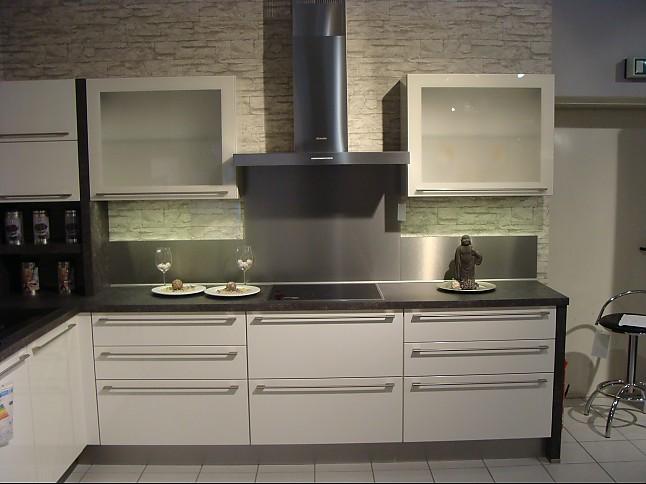 nobilia musterk che moderne l k che in wei hochglanz ausstellungsk che in wildeshausen von. Black Bedroom Furniture Sets. Home Design Ideas