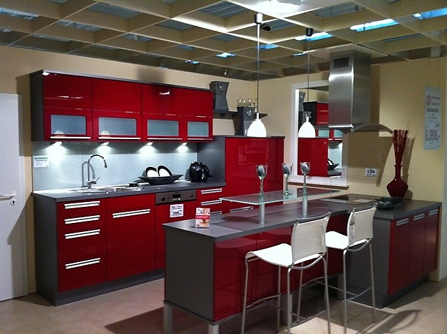 sonstige musterk che modell xeno in rot ultra hochglanz ausstellungsk che in coesfeld von stall. Black Bedroom Furniture Sets. Home Design Ideas