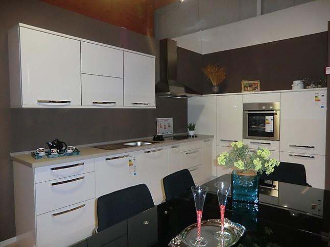 nobilia musterk che moderne l k che in wei hochglanz ausstellungsk che in von. Black Bedroom Furniture Sets. Home Design Ideas